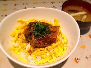鰹の漬け丼 ( 茄子のおみそ汁付き)
