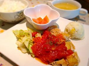 チキンステーキ・トマトソース