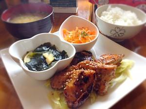 鶏の塩麹焼き定食